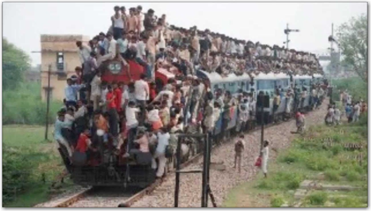 Crowded trains in India - YouTube